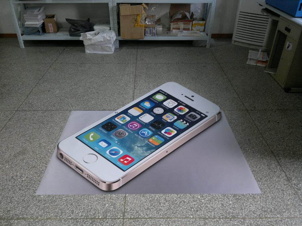 iPhone 6はやっぱり大型化?4.7インチの金型がリークされる