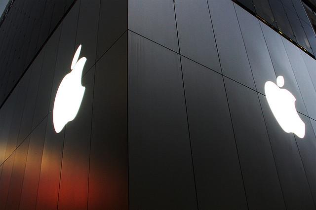 2012年度のスマホ出荷台数シェアはAppleがトップ。ソニーモバイルを除く国内全メーカーはシェア減に。