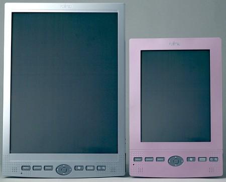 カラー電子ペーパーを採用した携帯情報端末。