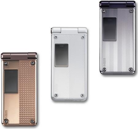 W52P、シンプル&スクエアデザインと「+ Panel」の融合