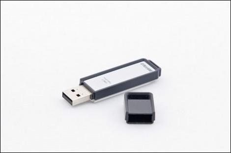 NTTドコモ、L-02AがFCCを通過。USBタイプ?