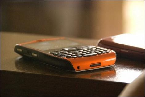 ソフトバンクモバイル、震災孤児に携帯電話を無料提供?