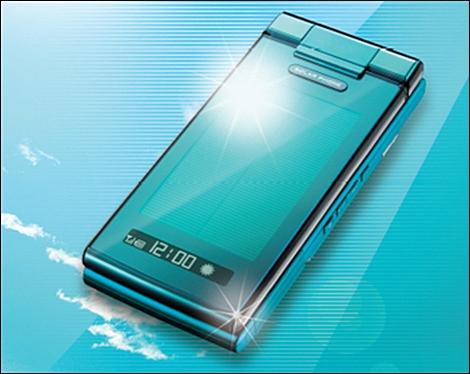 au、2009年夏モデルとして「ソーラーケータイ」を発売。