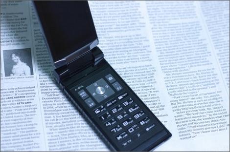 携帯電話販売ランキング、「Xperia acro SO-02C」の10週連続首位をあの機種が阻止!