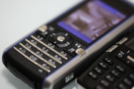 au、microSDカードサイズの無線LANカードを開発