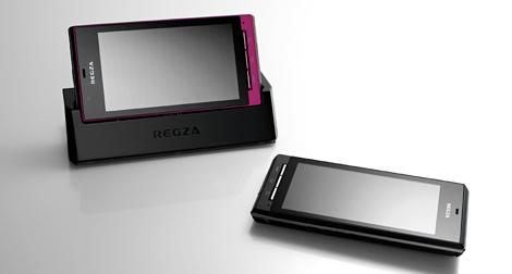 「REGZA Phone T-01C」 – 防水ハイスペックAndroidケータイ。