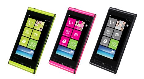 au、「Windows Phone IS12T」向けにEZwebメールを提供。