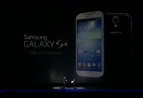 GALAXY S4のワイヤレス充電器とバックパネルの画像がリーク