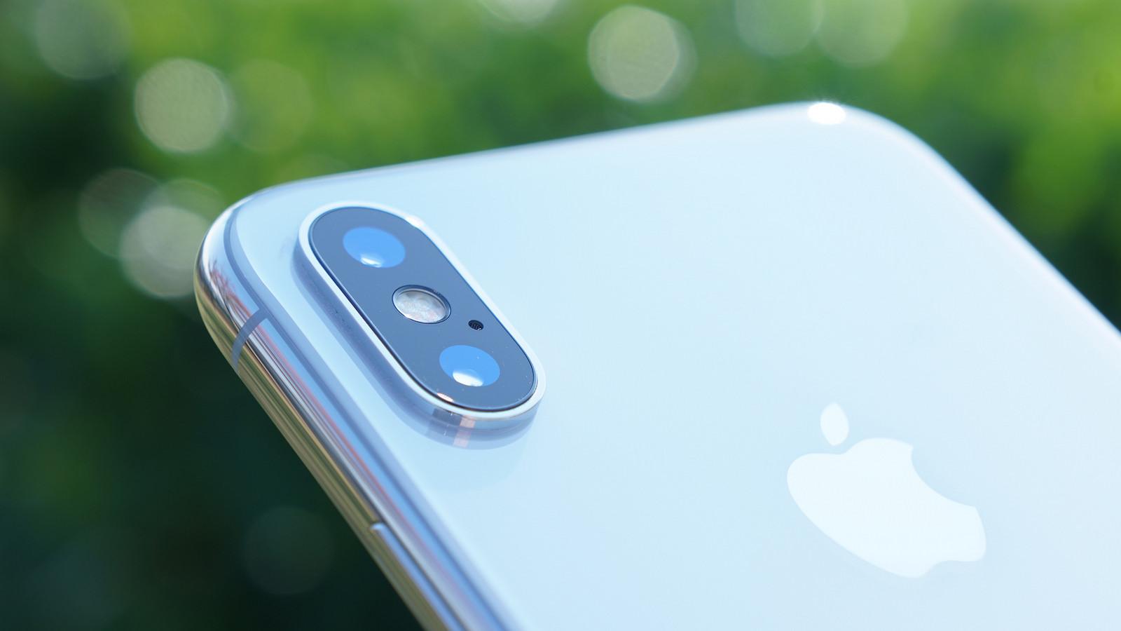 新型iPhone、6.1インチ・6.5インチモデルの写真が流出。カメラのデザイン変更か