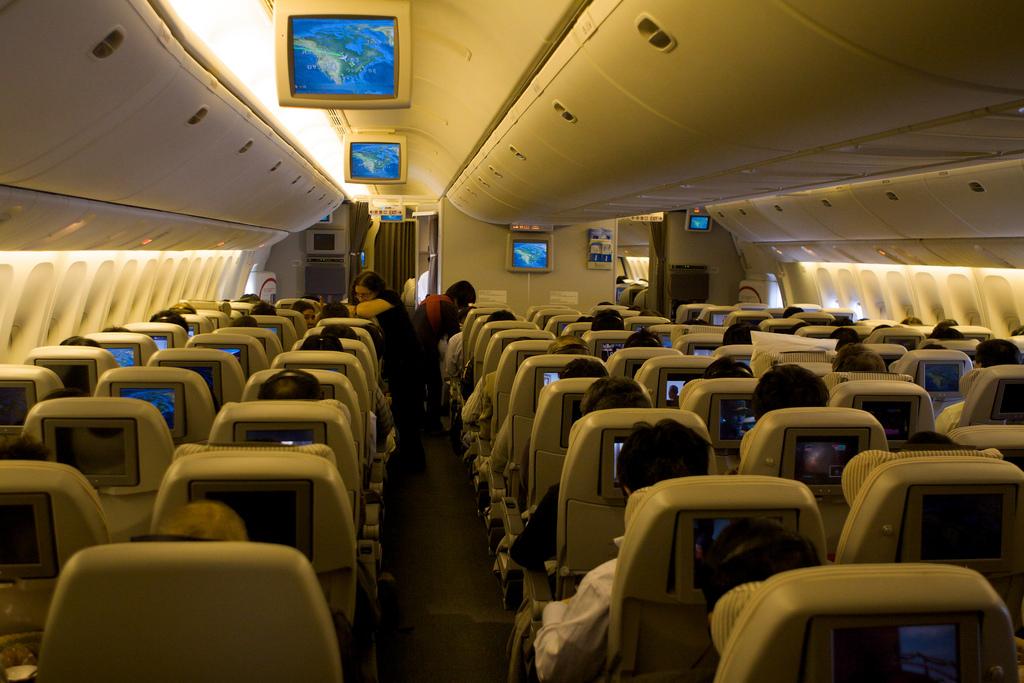 米の航空機にて離着陸時の電子機器の利用が可能にーデータ通信はWi-Fiのみ、日本ではどうなるの?