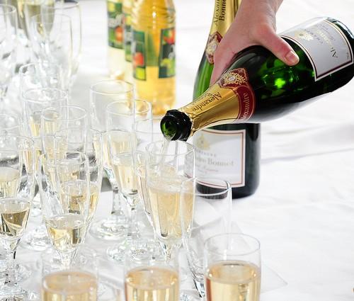 iPhone5Sに「シャンパン」とかいうセレブ感あふれるカラーが追加されるかも