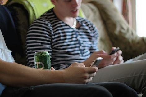 小中高生のスマートフォン所有率は30%。たった6ヶ月で倍以上に。