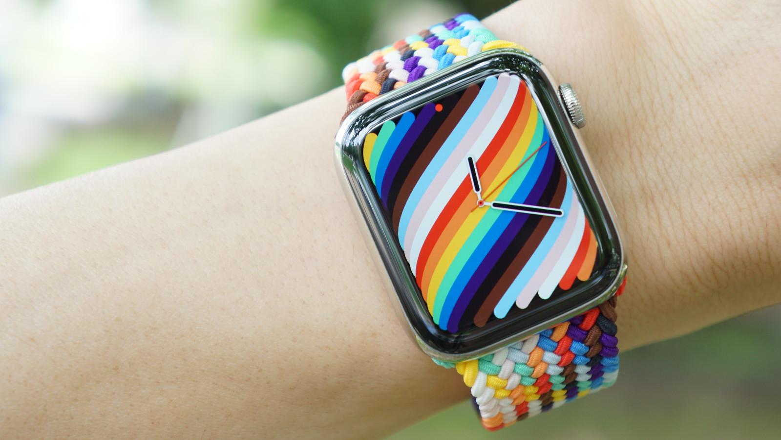 Apple Watch プライドエディションブレイデッドソロループをレビュー