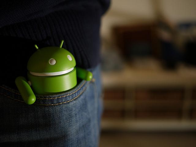 【Android】スマートフォンが起動も充電もできない時の対処方法