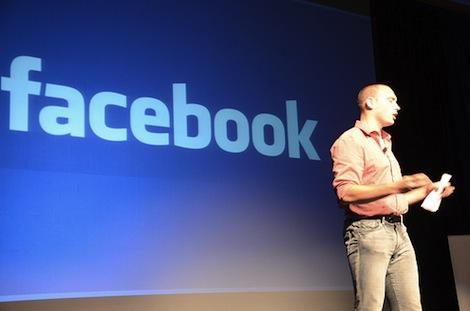 Facebookフォンが開発中?iPhoneの開発者が手がけているかも。