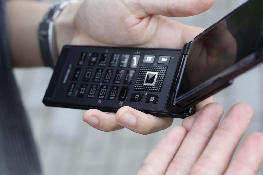 携帯電話税を主導する中山議員「1台につき毎月100円でもいいし1000円でもいい」とコメント
