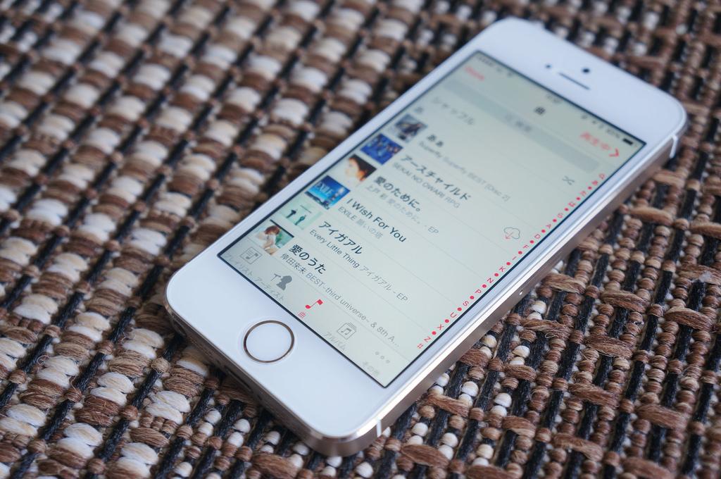 iPhoneで音楽をシャッフル再生する方法