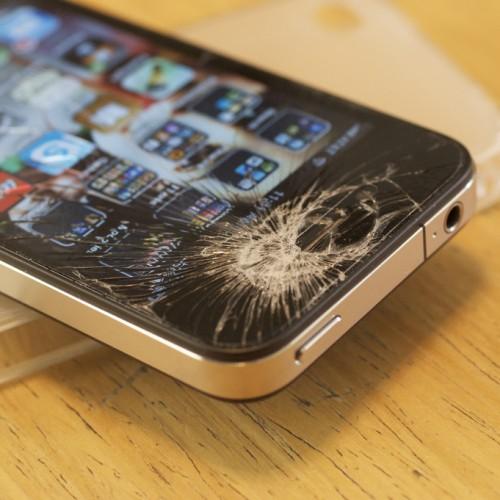 これは凄い!iPhone 6への搭載が噂されるサファイアガラスは石をも砕く!