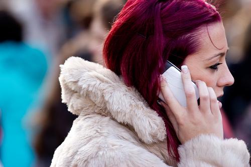 携帯電話の通話利用時間が初めて前年比減となるー2011年度の携帯電話利用調査結果