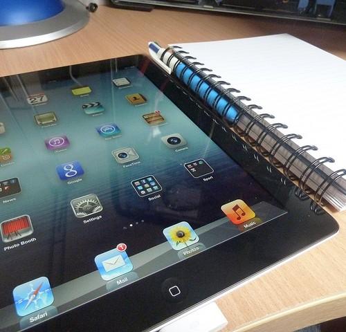 iPhone5SのSIMカードトレイと第5世代iPadのバックパネルがリーク