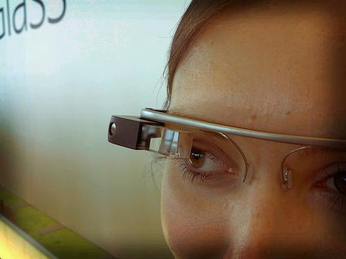 Google Glassの使い方を紹介する動画が公開!ー縦スクロールはどのように操作するのだろうか・・・