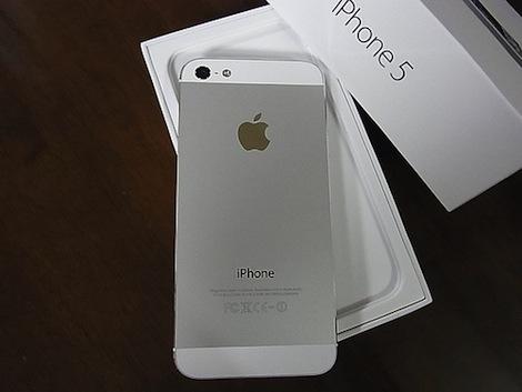 「iPhone5S」のバックパネルが早くもリーク!?