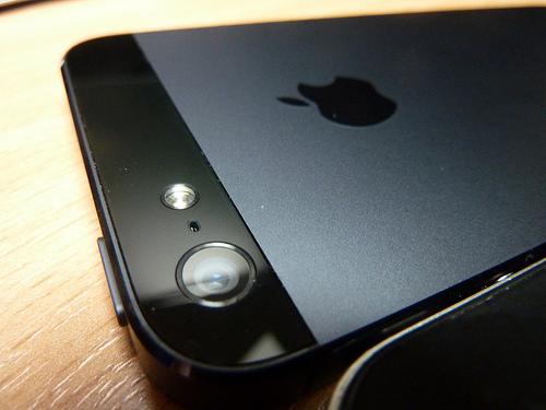 Apple、iPhoneの廉価版を開発中か。大手メディアが報道。