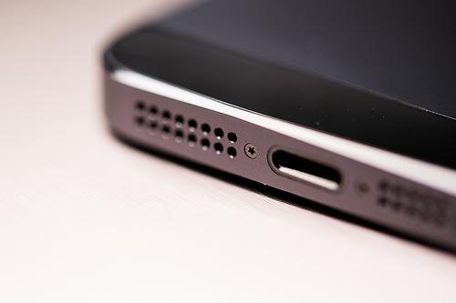 iPhone5Sは1300万画素のカメラを搭載し、2013年7月に発売か。