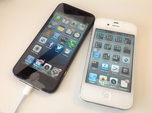 次期iPhone(iPhone5S)とiOS7の存在が確認される。