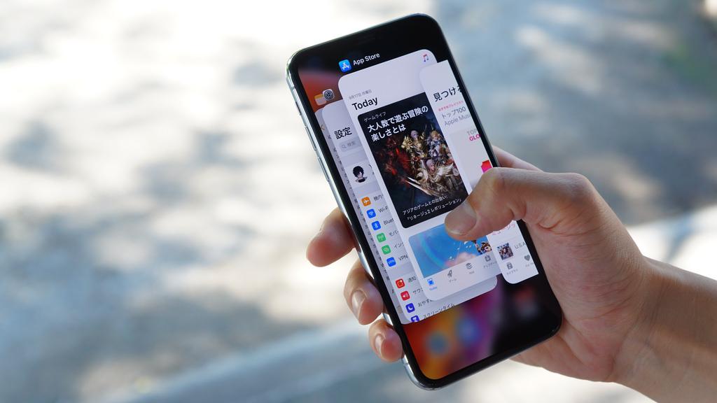 「iPhone XS」でアプリを終了する方法