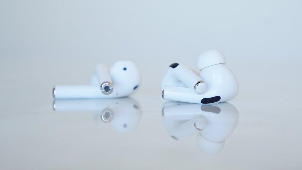 Apple、AirPods 2/AirPods Proにアップデート配信