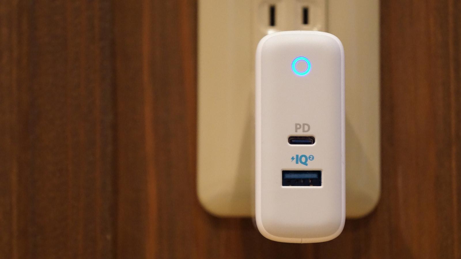 旅行・出張に便利、iPhone x MacBookを同時充電できる急速充電器「Anker PowerPort II PD」レビュー