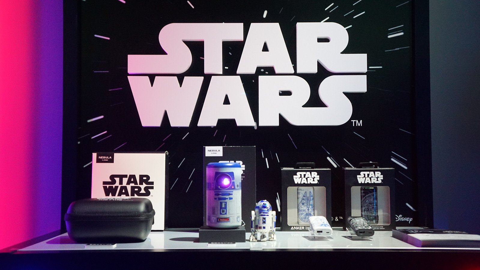 Anker、R2-D2デザインのプロジェクタ、STAR WARSデザインのモバイルバッテリーを限定発売