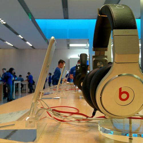Apple、全く新しいデザインのヘッドフォン発表へ