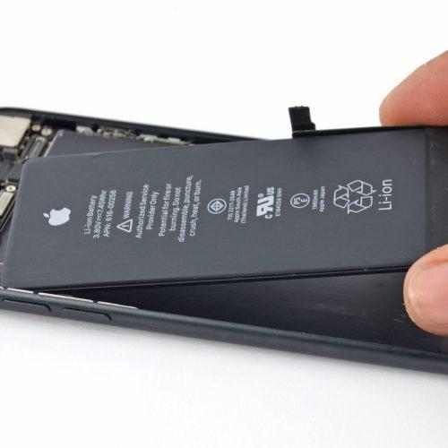 iPhone、電池劣化による性能低下は80%未満の劣化で発症か