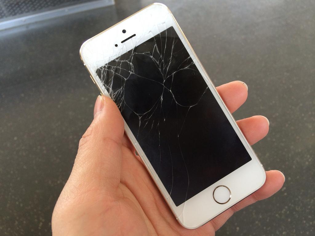 アップル、壊れたiPhoneの下取りプログラムを近く提供