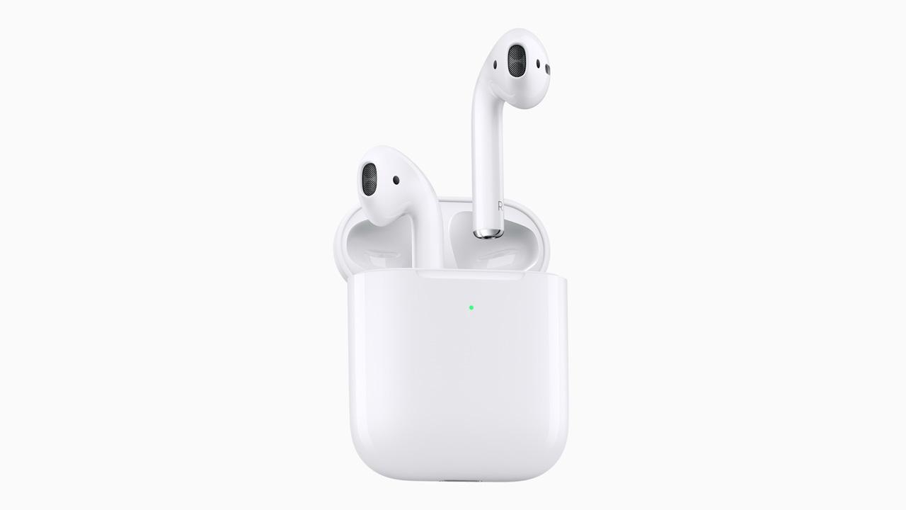 速報:新型「AirPods」が登場。ワイヤレス充電とHey Siriに対応、遅延も30%改善