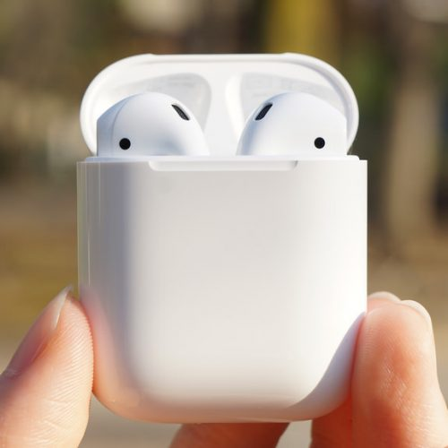 Apple、新型「AirPods」を年内発売の噂。2019年に防水対応も