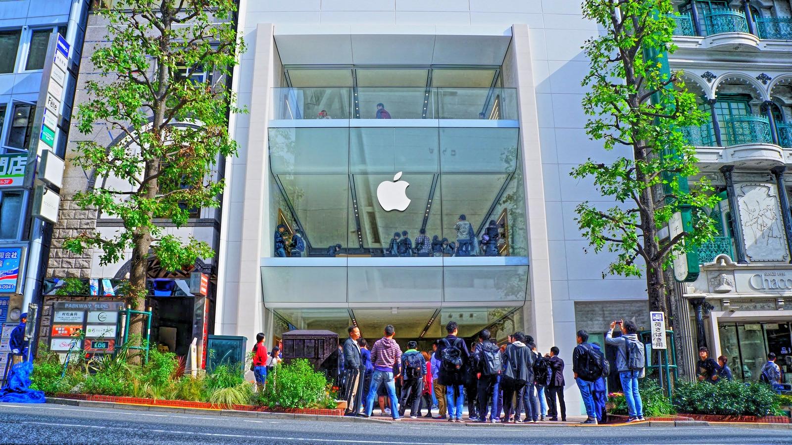 「Apple渋谷」がリニューアルオープン。700人超の行列、Tシャツの配布終了