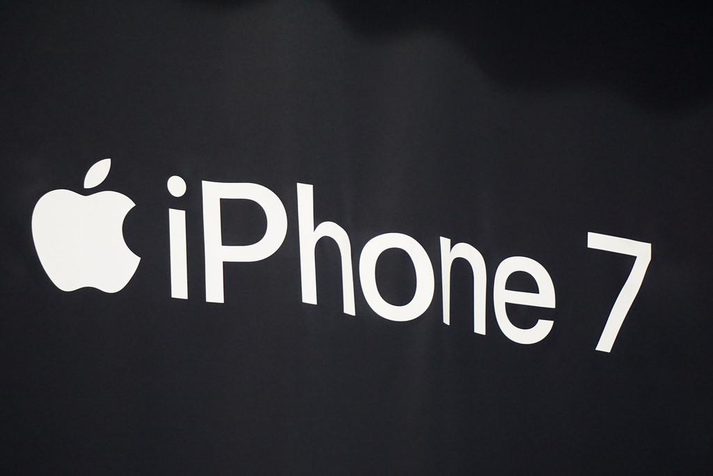 Apple、iPhone 7が販売不振で減産か
