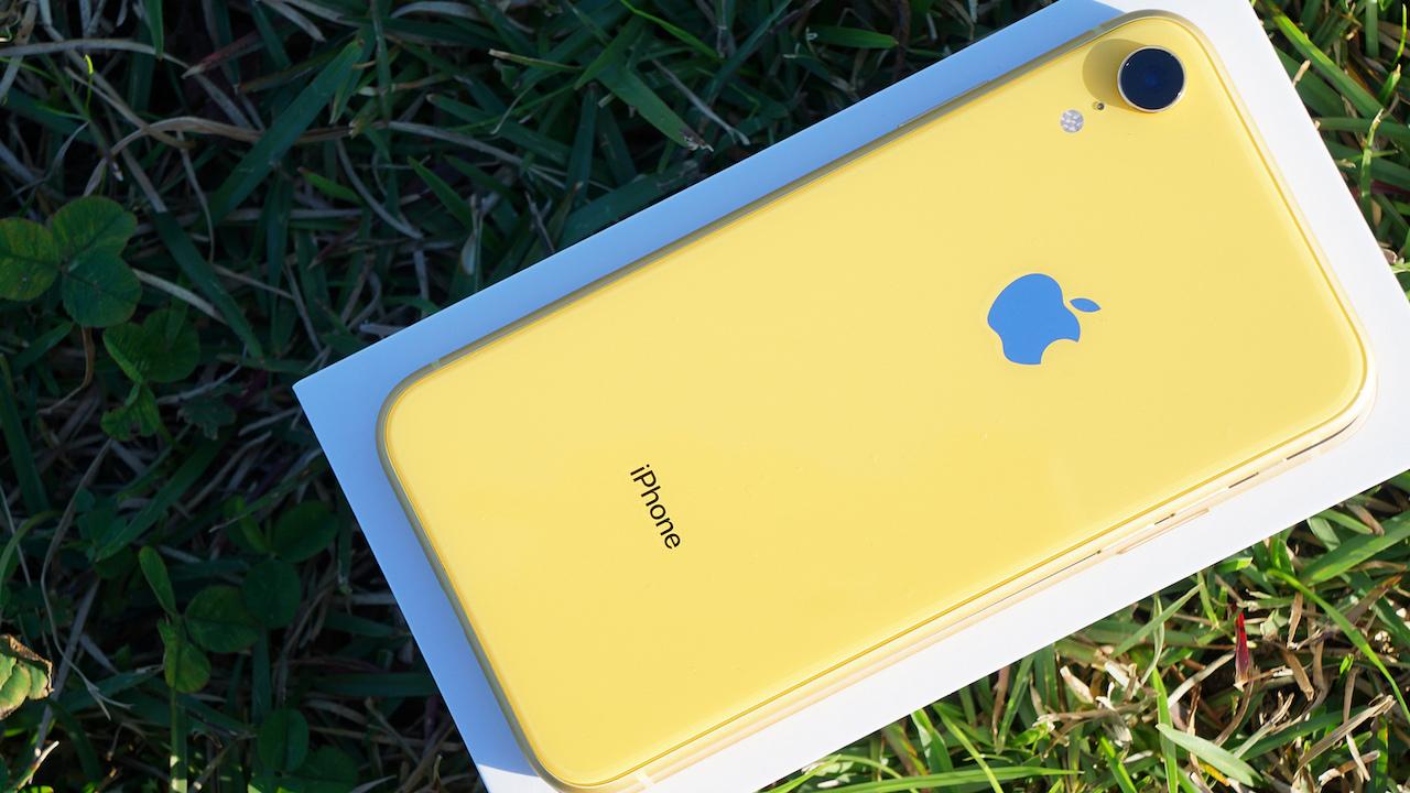au、「iPhone XR」を期間限定で値下げ。機種変更で-1万円