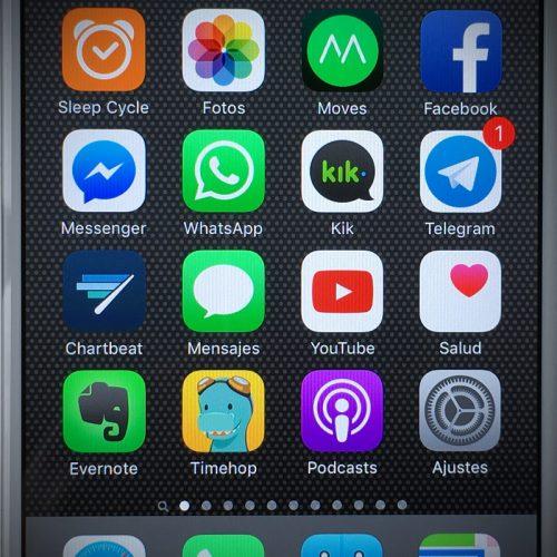 Facebook、バッテリーが過剰消費する問題を修正。アプリの再起動が必要