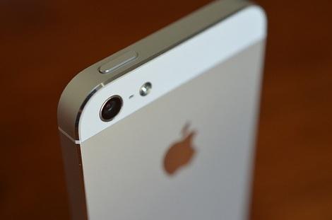iPhone5、予約から購入できるまでには約2週〜3週間かかるとアナウンス。