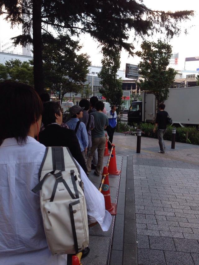【更新完了】iPhone 5s購入のためヨドバシAkibaに並んでおります!