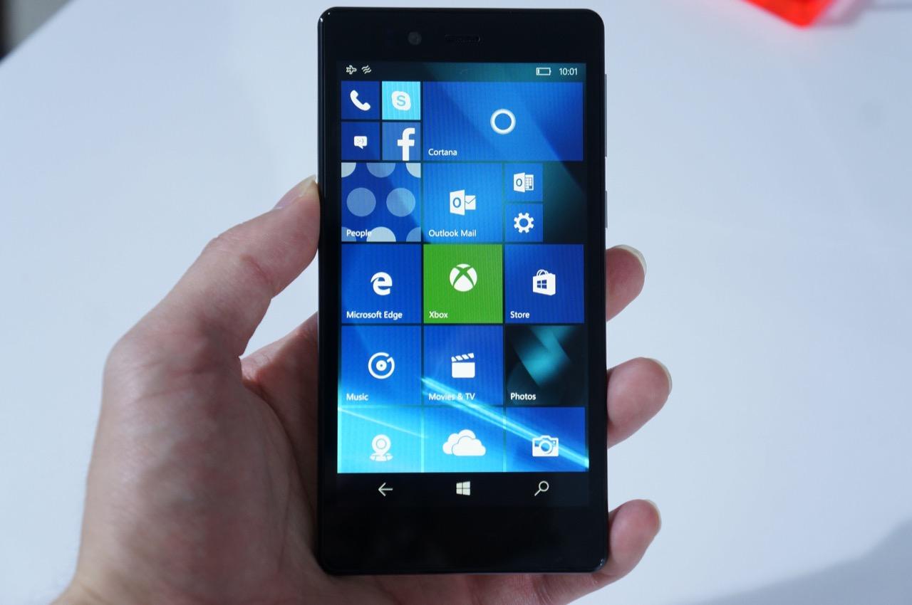 29,800円→19,800円、Windows 10 Mobileスマホ「KATANA 02」が発売前に値下げ