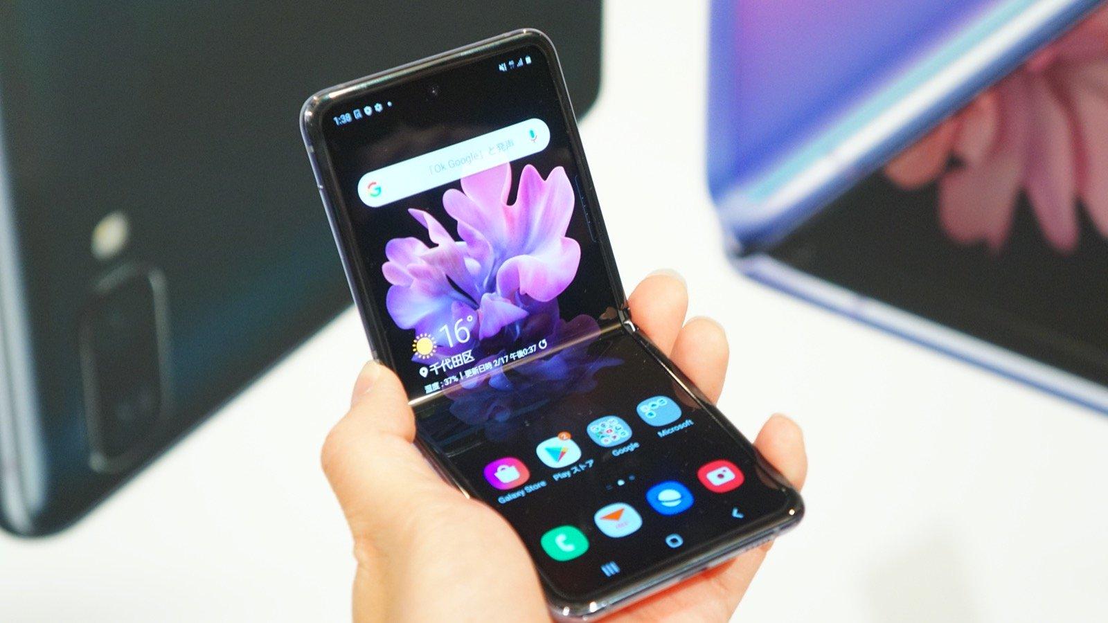 縦折りスマホ「Galaxy Z Flip」の日本価格は約18万円