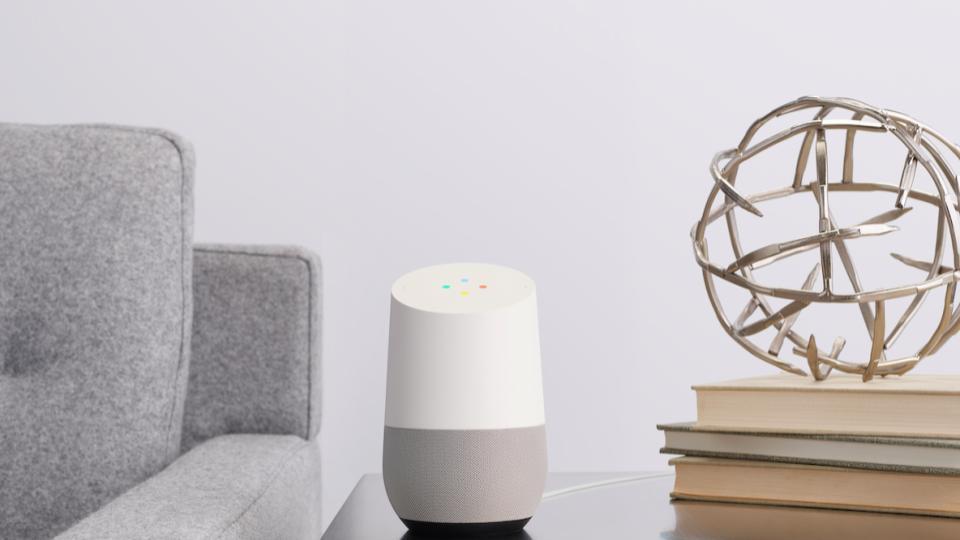 「Google Home」の発売日は10月6日。価格は14,000円に。小型のMiniは6,000円で23日発売