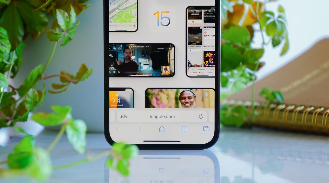 iOS 15 Safariの検索バーを画面下から上に戻す方法