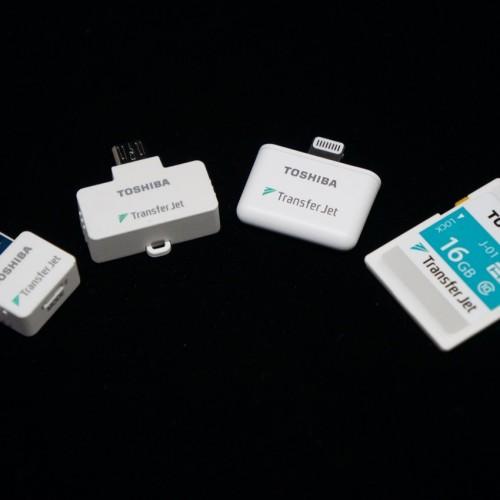 「TransferJet」の使い方、超高速で写真と動画をワイヤレス転送できるただひとつの製品
