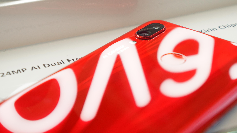 価格は2.7万円〜、AI×4レンズカメラ搭載「HUAWEI nova 3」が10月5日発売